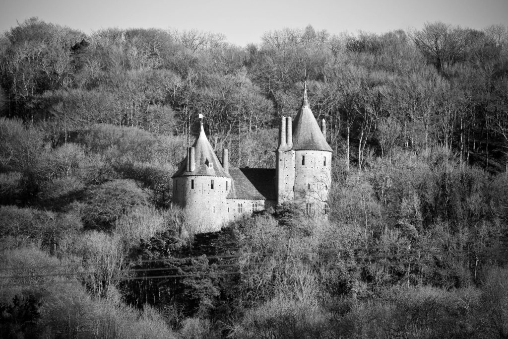 Black and white photo of Castell Coch